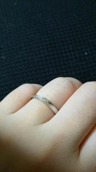 【4℃(ヨンドシー)の口コミ】 結婚指輪のため、常に身につけていたいと思っており、デザイン的にはシン…