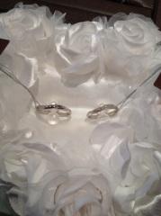 【アイプリモ(I-PRIMO)の口コミ】 指輪の形状は男性用と女性用でほぼ同じだが、女性用のものにのみ、ダイヤ…