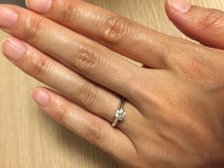 【ティファニー(Tiffany & Co.)の口コミ】 THE婚約指輪!というたてづめダイアモンドのデザインが、やはり何より決…