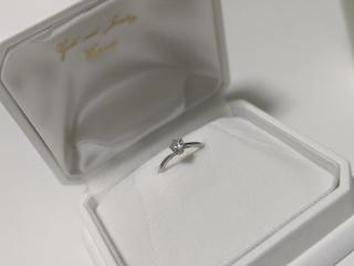【WATANABE / 卸商社直営 渡辺の口コミ】 リングの爪がハートになっており、可愛らしさがあったところです。ダイヤ…