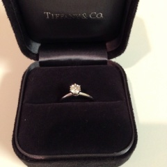 【ティファニー(Tiffany & Co.)の口コミ】 ずっとティファニーセッティングの婚約指輪に憧れていたので、結婚が決まっ…