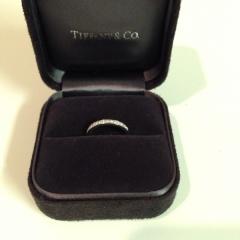 【ティファニー(Tiffany & Co.)の口コミ】 婚約指輪と同じブランドで重ねづけできるデザインにしました。シンプルなプ…