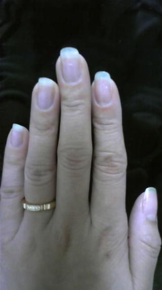 【カルティエ(Cartier)の口コミ】 他のブランドの指輪と迷ったのですが、形が少し個性的で日本人の肌馴染みの…
