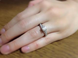 【ラザール ダイヤモンド(LAZARE DIAMOND)の口コミ】 2ヶ月くらいの間、数々のブランド、ダイヤを見に行き、どうしても質の良…