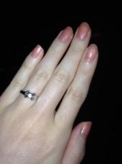 【カルティエ(Cartier)の口コミ】 婚約指輪として一般的な一粒ダイヤのものより、 長く使えるようデザイン性…