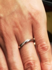 【エクセルコダイヤモンド(EXELCO DIAMOND)の口コミ】 さらに、細身の指輪と悩んでいたが、遠くから見たときの存在感などを重視し…