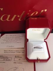 【カルティエ(Cartier)の口コミ】 出かける際にも気軽に付けれるタイプのデザインを探していた点と結婚指輪…
