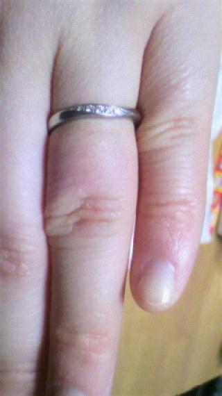 【4℃(ヨンドシー)の口コミ】 主人と私が、婚約指輪を購入時にとても対応が良い店員さんだった為、結婚指…
