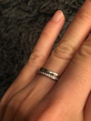 【4℃(ヨンドシー)の口コミ】 旦那が指がごついので厚めの指輪を探していたところこの指輪がお互いなマッ…