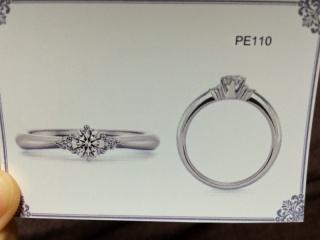 【ラザール ダイヤモンド(LAZARE DIAMOND)の口コミ】 ダイヤモンドの両端に小さいダイヤがあしらわれていて、かわいかったです。…