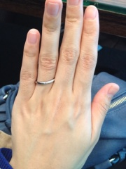 【俄(にわか)の口コミ】 最初ダイヤなしのリングを希望していたのですが、この「せせらぎ」を試着し…