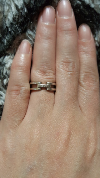 【ESTELLE(エステール)の口コミ】 普通のシンプルな結婚指輪よりは、デザインに特長のある物を希望していた…