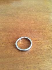 【市松の口コミ】 この指輪は職人の方がオーダーを受けてから一本の地金を何回も何回も打ち…