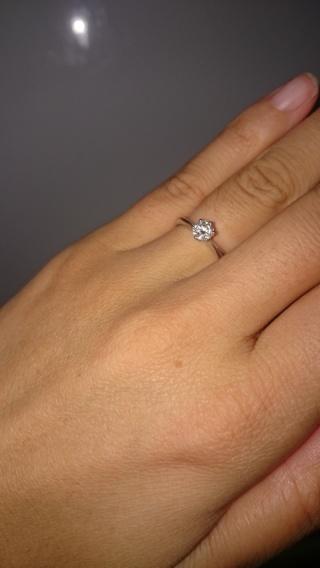 【銀座ダイヤモンドシライシの口コミ】 とにかくシンプルで飽きのこないデザインを探していました。結婚と同じよ…