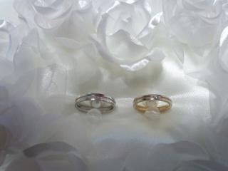 【アイプリモ(I-PRIMO)の口コミ】 一目ぼれです。 ゴールドの指輪を探していました。 中央にハートがちりば…