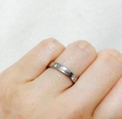 【カルティエ(Cartier)の口コミ】 高級感のあるカルティエのロゴと、ダイヤのデザインが気に入りました。ダイ…