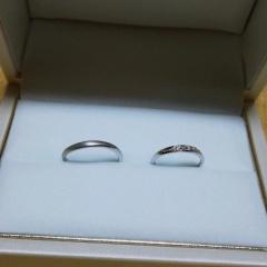 【宝寿堂(ほうじゅどう)の口コミ】 婚約指輪と結婚指輪をセットでつけたかったのでこちらで婚約指輪を購入し…