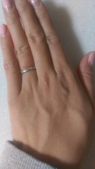 【ティファニー(Tiffany & Co.)の口コミ】 ダイヤなどなくシンプルな指輪を探していました。 細さやデザインが気に入…