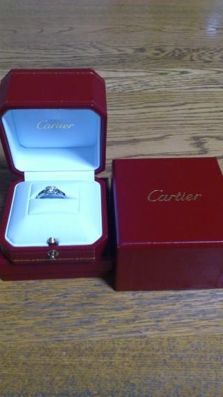 【カルティエ(Cartier)の口コミ】 プラチナでかわいらしい雰囲気と婚約指輪としての厳かさを兼ね備えた指輪を…