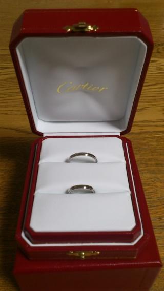 【カルティエ(Cartier)の口コミ】 婚約指輪と重ねてつけるつもりだったので、婚約指輪との相性も考えて同じブ…