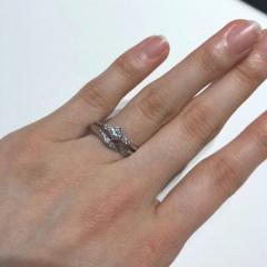 【BRILLIANCE+(ブリリアンスプラス)の口コミ】 婚約指輪はサイドのダイヤがセンターのダイヤの輝きを増す効果があり、し…