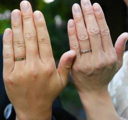 【AbHeri(アベリ)の口コミ】 私はもともと石なしで金属光沢のあるシンプルな結婚指輪が理想でした。とこ…