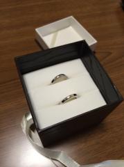 【ダイヤモンド専門卸直営店 カオキの口コミ】 ダイヤがリングの側面に11個が両側に付いていて、指輪自体に良い夫婦にな…