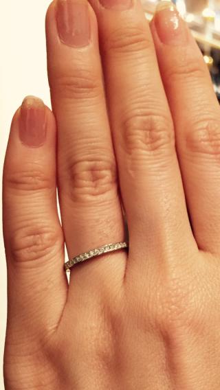 【銀座ダイヤモンドシライシの口コミ】 ダイヤの質と色々な方向から見たときの輝きが他にはなく綺麗でした。 暗い…