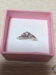 【アイプリモ(I-PRIMO)の口コミ】 ずっと欲しかった形で一目惚れでこれに決めました。 真ん中のダイヤモンド…