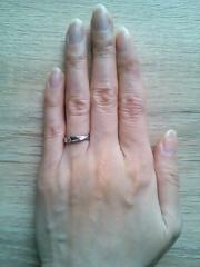【BLOOM(ブルーム)の口コミ】 シンプルでかつ輝きがそのまま残って、傷が付かない指輪にしたかったので、…