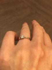 【俄(にわか)の口コミ】 オーソドックスな婚約指輪を希望していたのでたてづめの指輪で探していまし…
