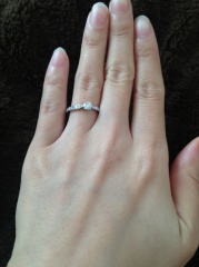 【ティファニー(Tiffany & Co.)の口コミ】 色々なブランドの指輪を見て、つけて試して決めました。 私は、婚約指輪を…