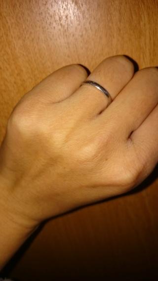【銀座ダイヤモンドシライシの口コミ】 毎日つける結婚指輪なので、シンプルで邪魔にならないデザインを選びました…