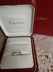 【カルティエ(Cartier)の口コミ】 婚約指輪から決めました。これと重ね付けするのが夢だったので、婚約指輪に…