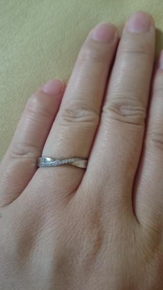 【Mariage(マリアージュ)の口コミ】 形もとても綺麗で、指が長く見えるところが気に入りました。また、前面にダ…