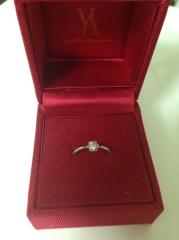 【ヴァンドーム青山(Vendome Aoyama)の口コミ】 予算がなかったので、安価で一粒ダイヤの可愛らしい指輪を探していました…
