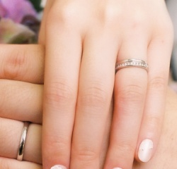 【ティファニー(Tiffany & Co.)の口コミ】 婚約指輪でティファニーセッティングのダイヤの指輪を買う予定でしたが、使…