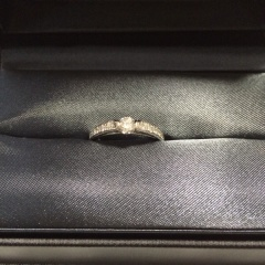 【ラザール ダイヤモンド(LAZARE DIAMOND)の口コミ】 まず、他のブランドでは見たことのないめずらしいデザインなので、友人な…