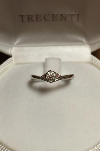 【TRECENTI(トレセンテ)の口コミ】 ダイアモンドを留める爪がお花の形になっているのがとても可愛く、さらに…