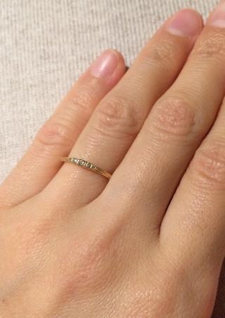 【agete(アガット)の口コミ】 極小粒でありながら、ダイヤの配置のグラデーションと留め具のバランスで…