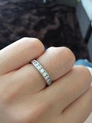【ティファニー(Tiffany & Co.)の口コミ】 ダイヤモンドがリングの半周部分にセットしてあり、日常でも手元を華やかな…