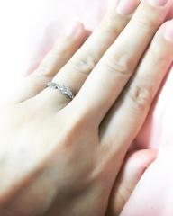【エクセルコダイヤモンド(EXELCO DIAMOND)の口コミ】 デザインがとても気に入り決めました。ダイヤモンドのカットがとても綺麗な…