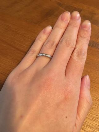 【ティファニー(Tiffany & Co.)の口コミ】 指がきれいに見えることと、シンプルですがダイヤモンドが一粒ついている…