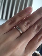 【SIND BAD(シンドバット)の口コミ】 旦那と私の二人の意見を取り入れた指輪だったので選びました!! 太めの指…