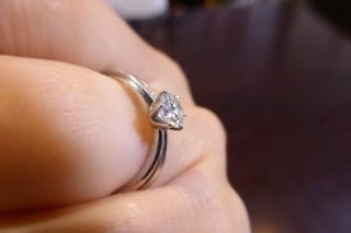 【フォーエバーマーク(FOREVERMARK)の口コミ】 指輪か時計か、婚約の記念をどちらにするかものすごく迷いましたが、この指…