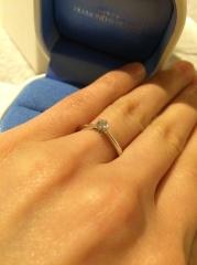 【銀座ダイヤモンドシライシの口コミ】 こちらの指輪は、裏から覗き込むとハートが輪になって並んでいるように見え…