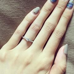 【銀座ダイヤモンドシライシの口コミ】 はじめはシンプルなソリティアにしようと思ってましたが、パヴェのデザイン…