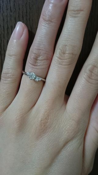 【銀座ダイヤモンドシライシの口コミ】 旦那の福利厚生が使えて 割引してもらいました。   真ん中のダイヤの横…
