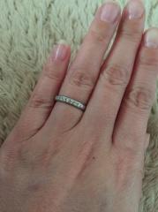 【俄(にわか)の口コミ】 スクエアタイプではなく、ゆびにフィットするものを選んでました。 結婚指…