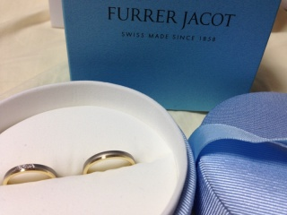 【フラー・ジャコー(FURRER-JACOT)の口コミ】 希望の色味が、私はゴールド、夫はシルバーだったのですが、丁度この指輪…